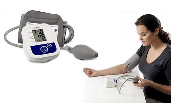 Измерения давления полуавтоматическим тонометром