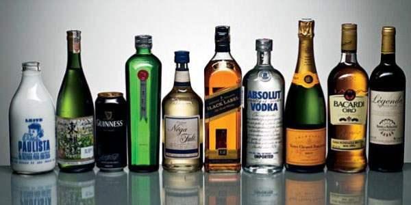 Бутылки с различными видами алкоголя