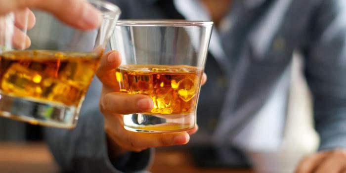 Стаканы с крепким алкоголем