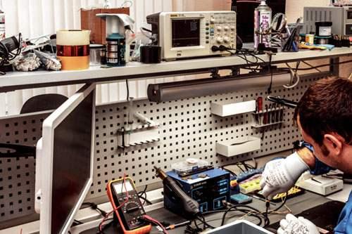 В мастерской по ремонту тонометров