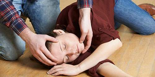 снижение мышечного тонуса, тремор, судороги