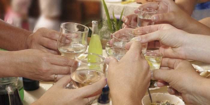 Рюмки с налитым алкоголем