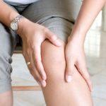 Боль в колене при ходьбе, причины, лечение