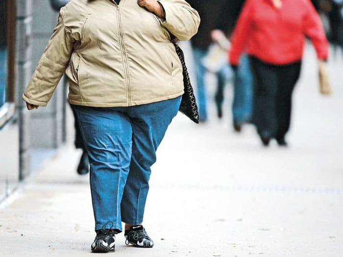 Изображение пешехода с большим избыточным весом