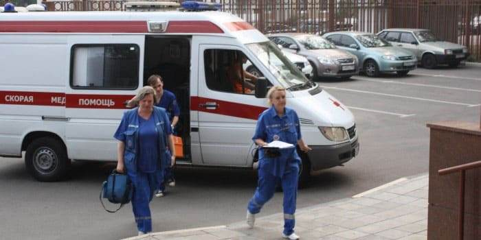 Прибытие машины с бригадой скорой медицинской помощи