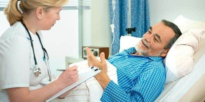 Сбор анамнеза заболевания и уточнение возникающих симптомов